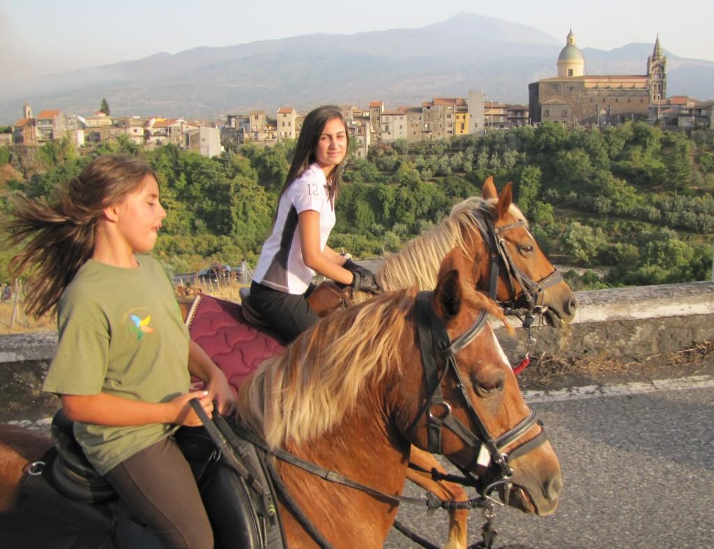 Escursioni con Cavalli con Giacche Verdi Bronte